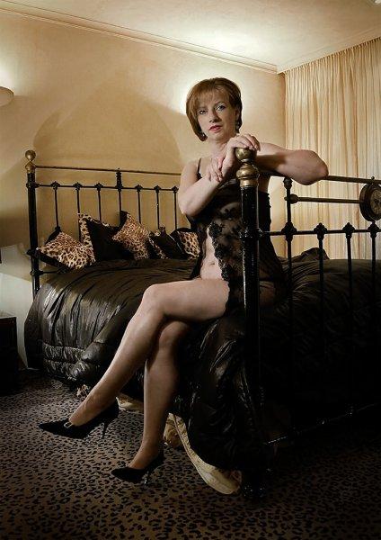 Boudoir-Fotografie - Lady M auf dem Bett