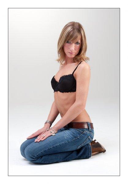 sexy Jeans und Seide - on my knees
