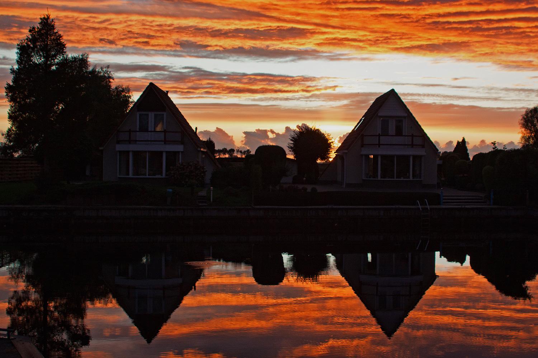 häuser im Sonnenuntergang Niederlande