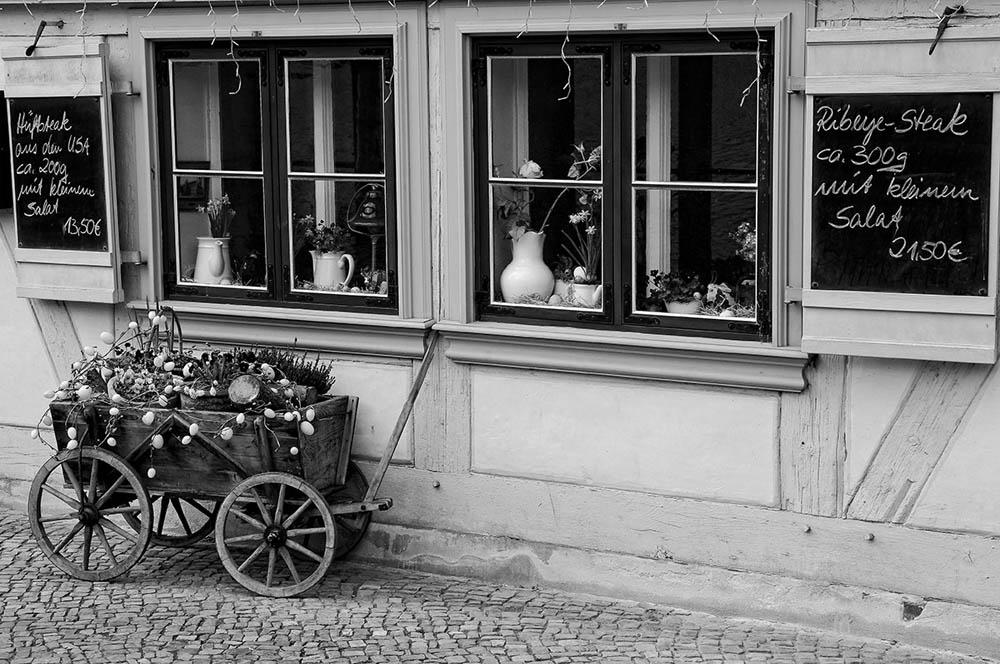 kleines gasthaus by Lothar Stobbe